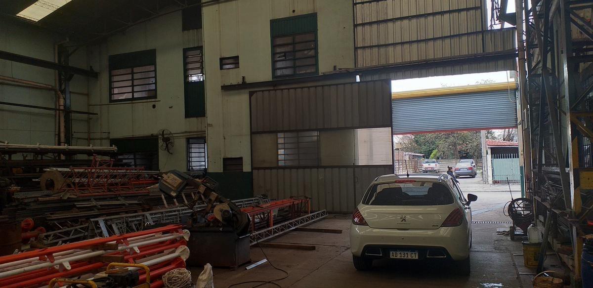 depósito de 1850 m2 cubiertos en lomas del mirador