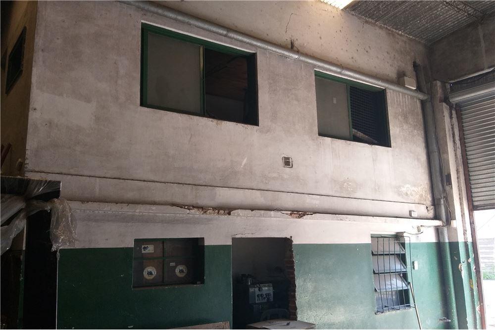 depósito de 330 m2,sobre lote de 10 x33
