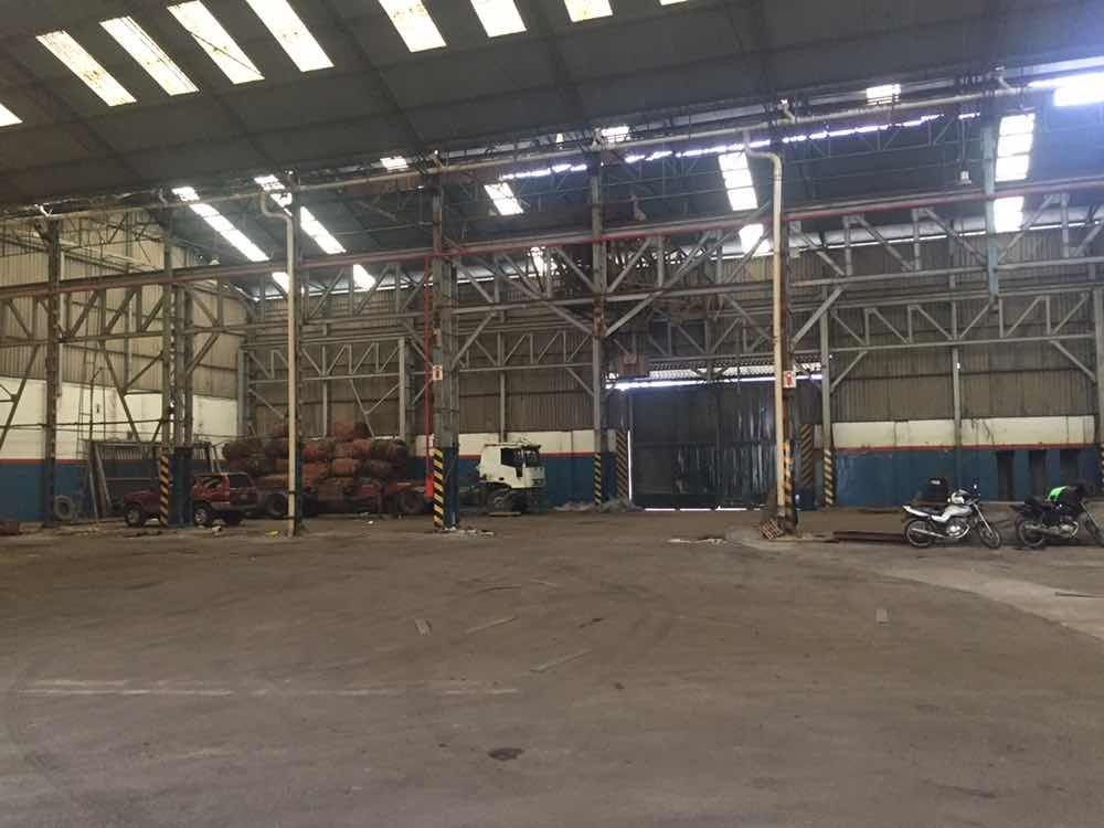 depósito de camiones/acoplados techado