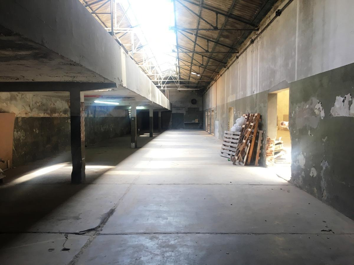 deposito de superficie cubierta total  1160 m2.