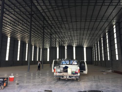 depósito de tipo industrial techos 8 metros, aleros y playa