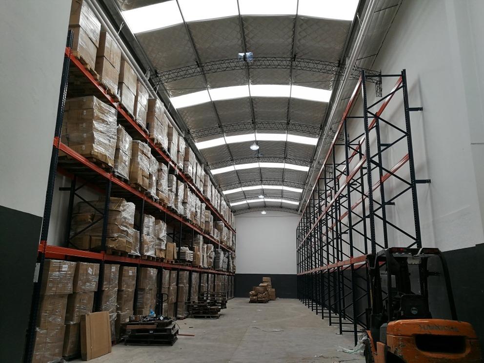 depósito en zona industrial