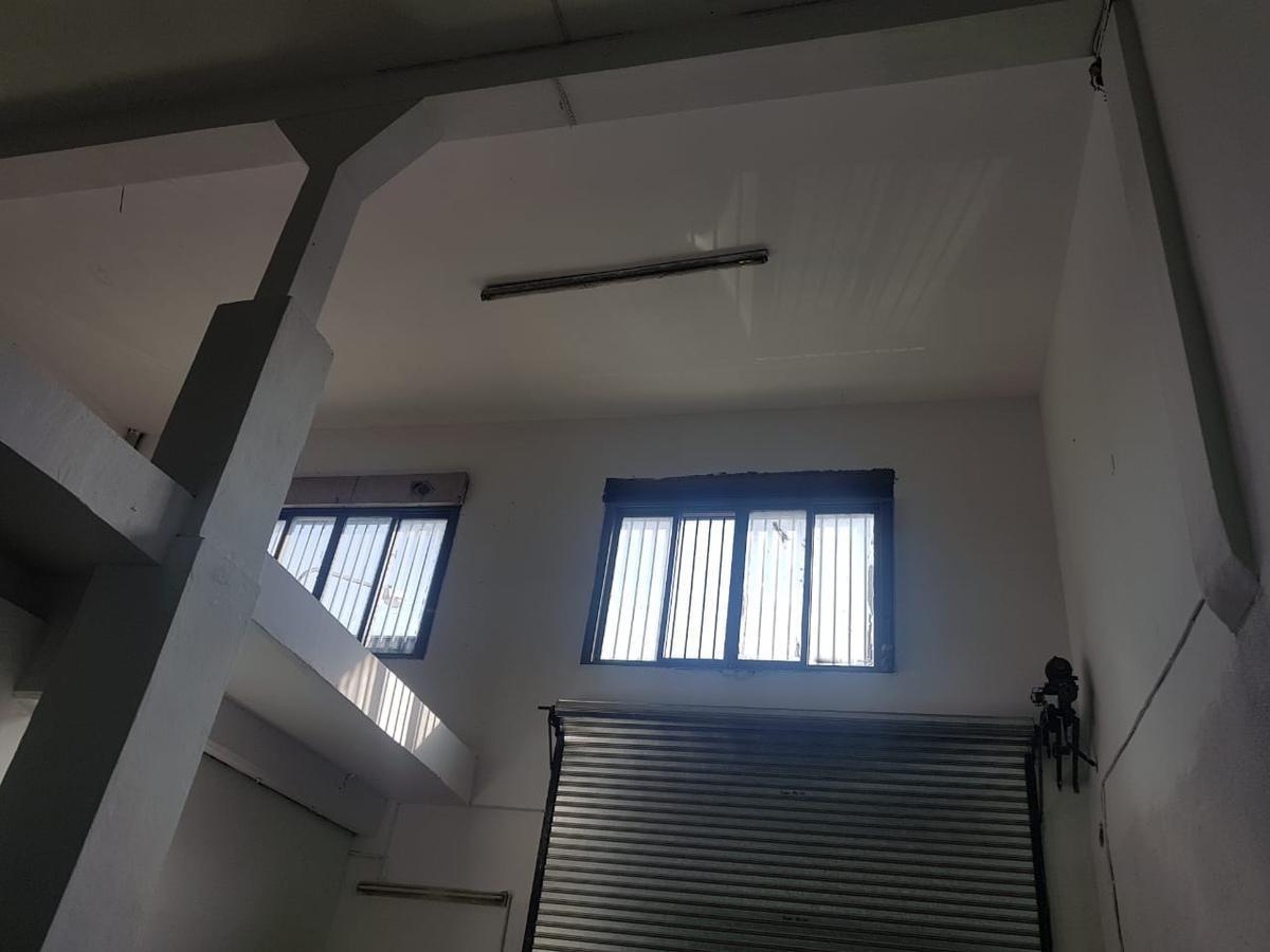 depósito / galpón industrial de losa - 650 m² cubiertos en 2 plantas sobre lote 10 x 33 - san justo