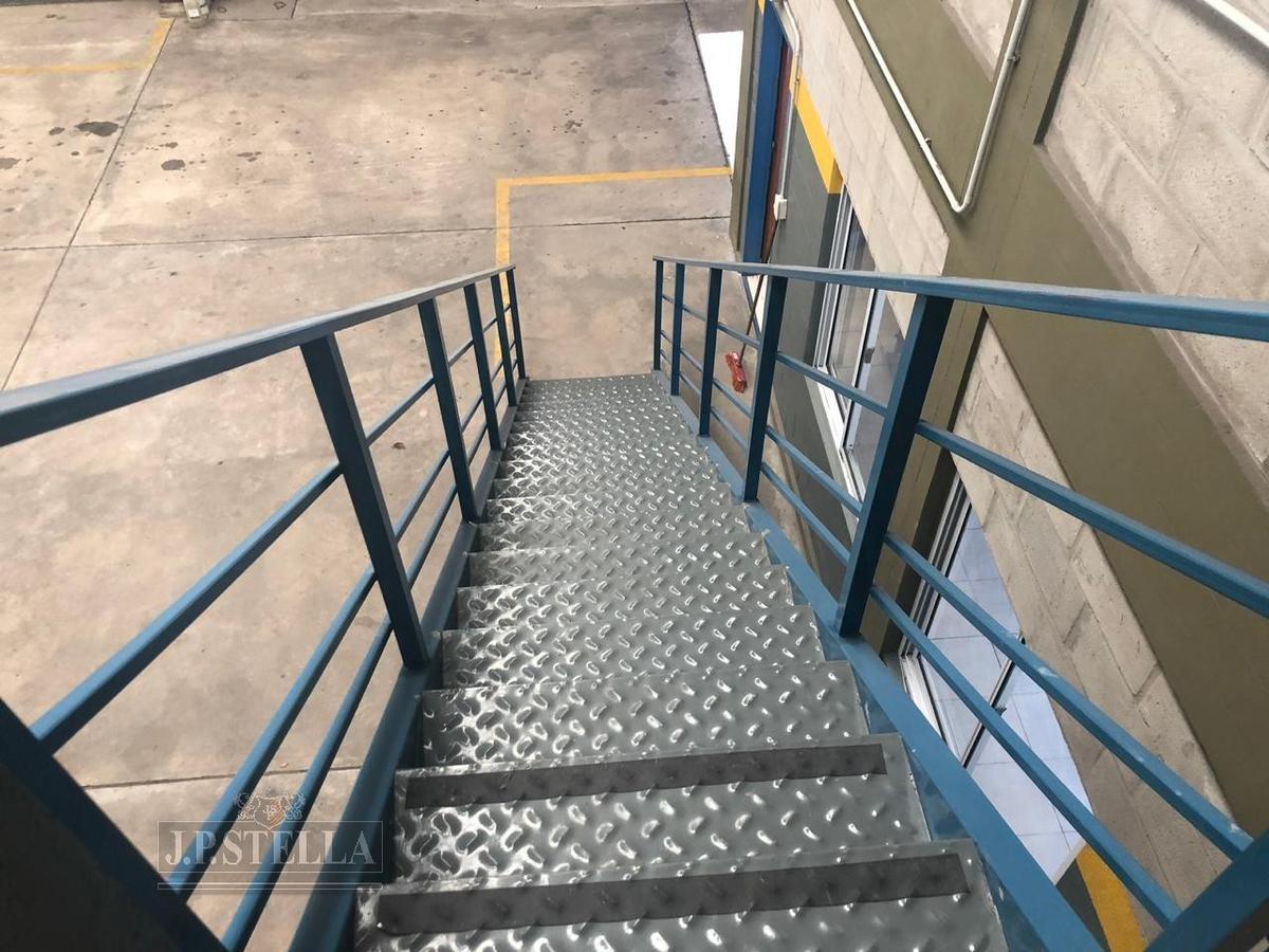 depósito industrial 567 m² cubiertos con oficinas, baños y vestuarios - san justo