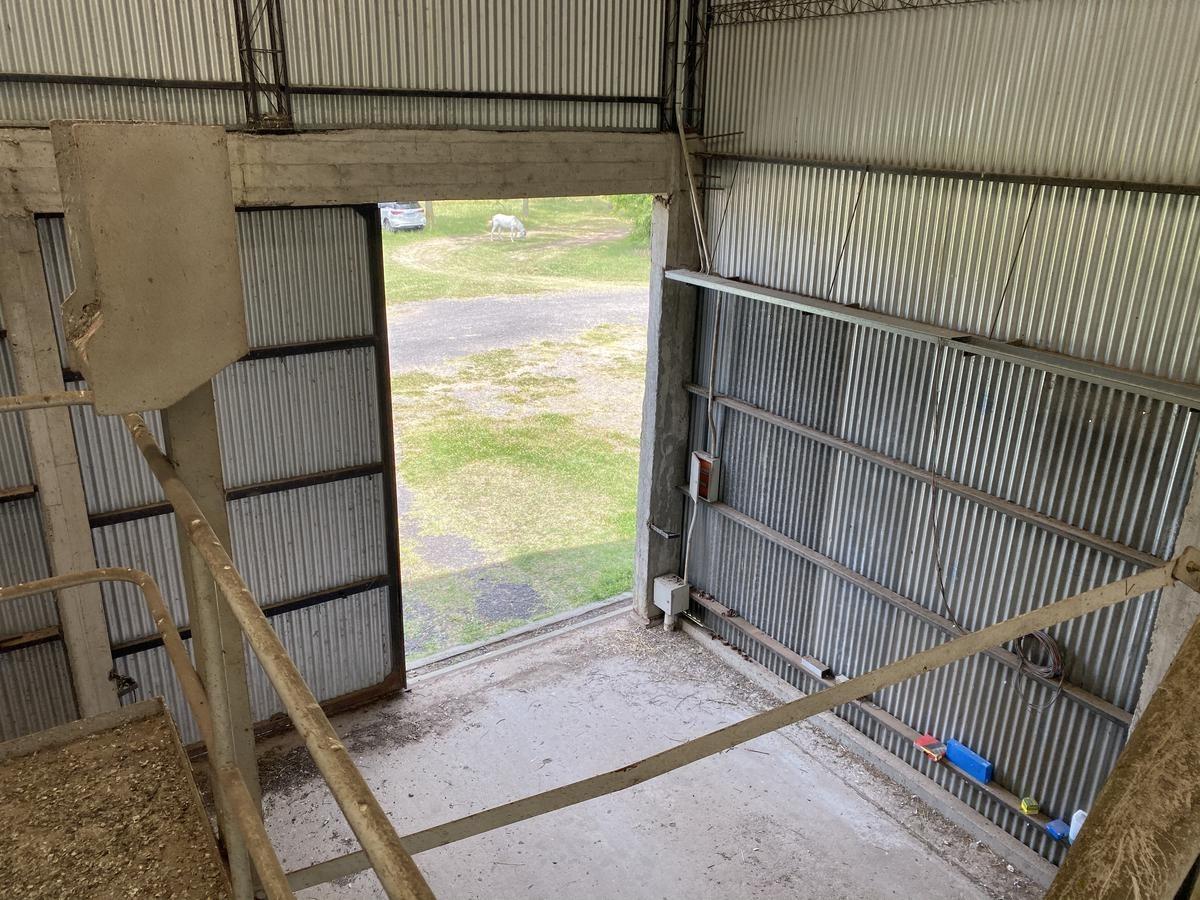 depósito sobre ruta 8 a 1km del centro de san antonio de areco  con techo alto