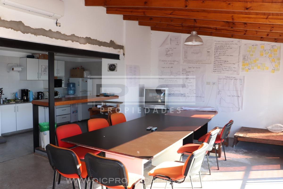 depósito/galpón  410 m2  ubicado en  olivos