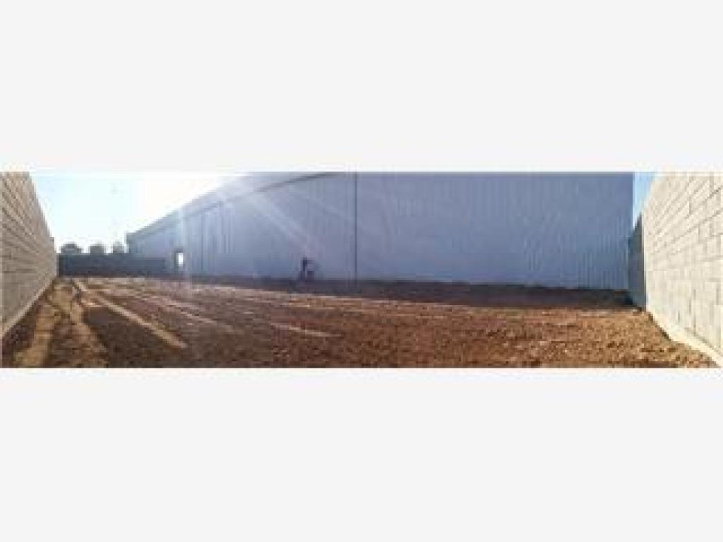 depósitos industrial con frente comercial sobre acceso oeste