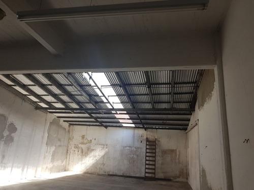 depostio de 7 x 24 mts con entrada para camioneta + oficina