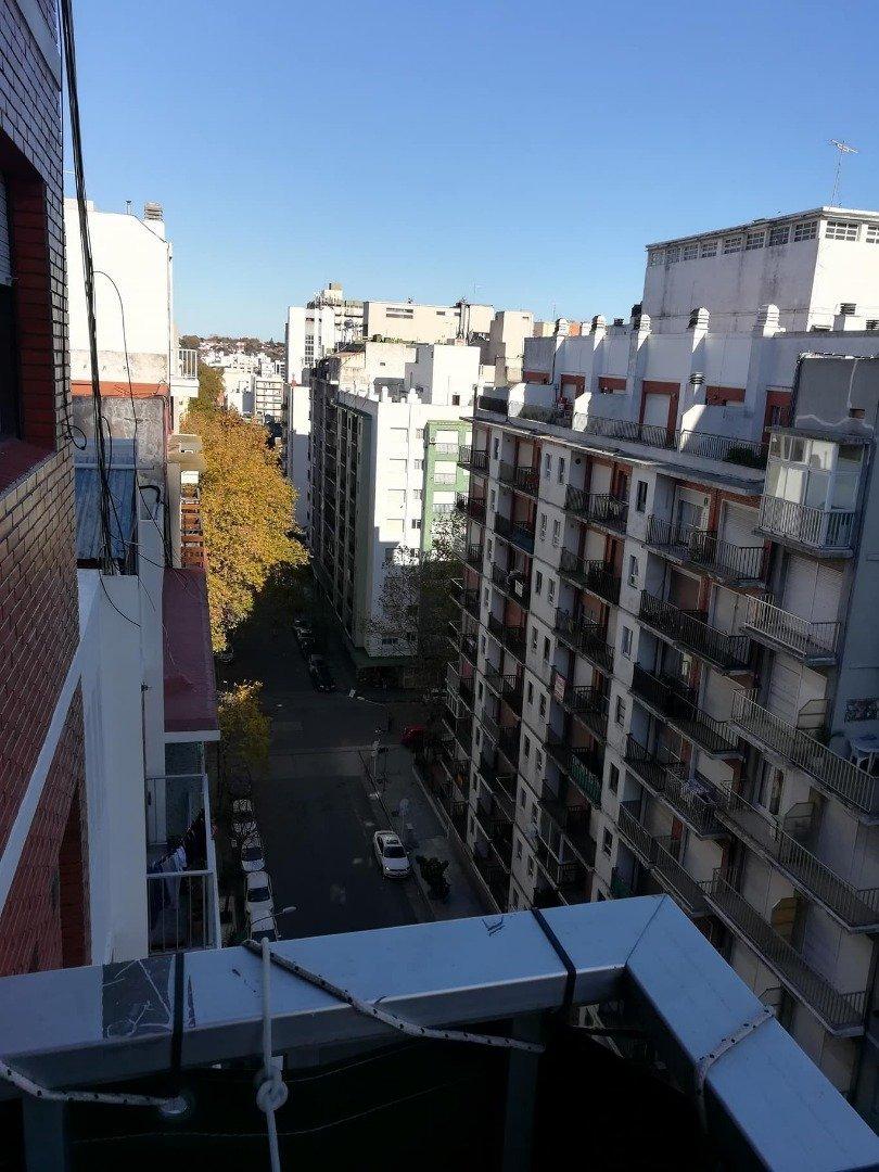 depto 1 amb a la calle con balcon