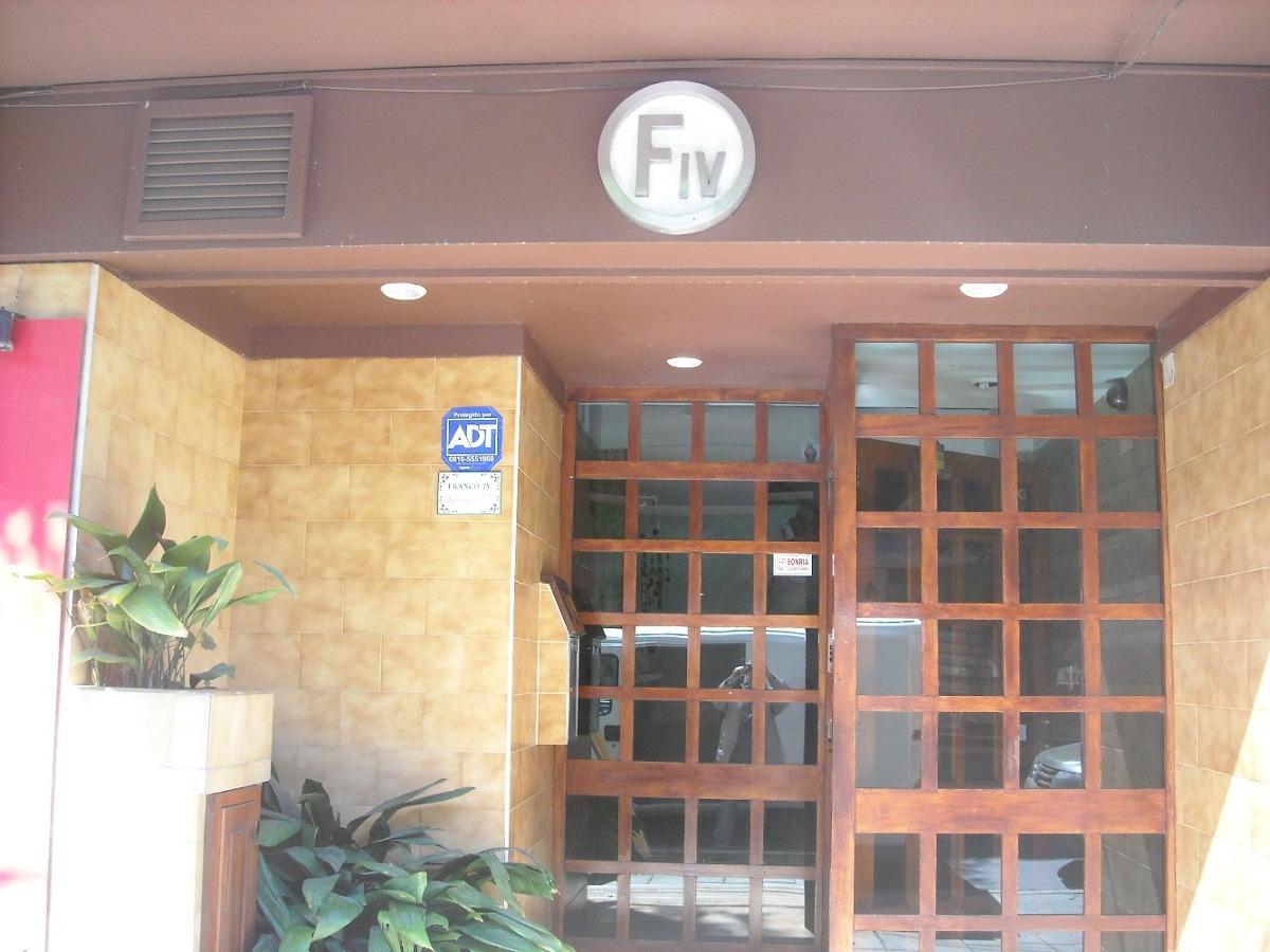 depto 1 amb. edificio franco iv, 2º piso por escalera.