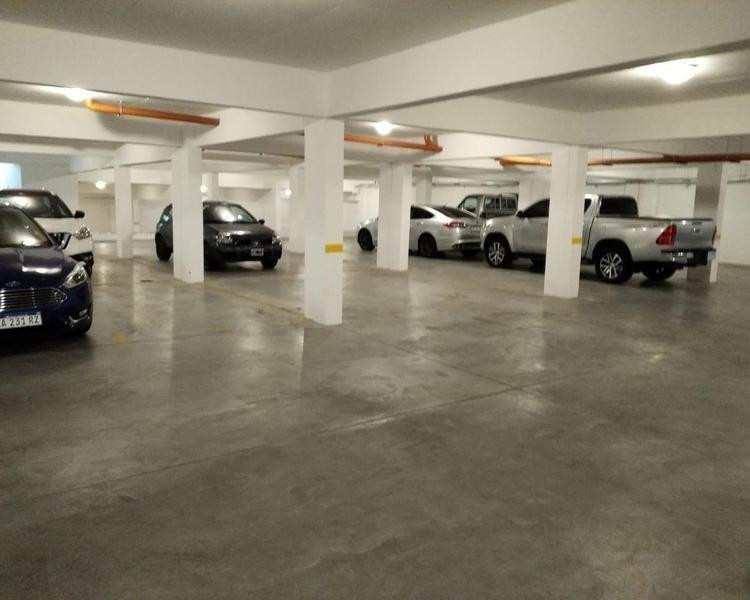 depto 2 amb calle  con desván y  cochera. edif. developer palace.  sarmiento - roca
