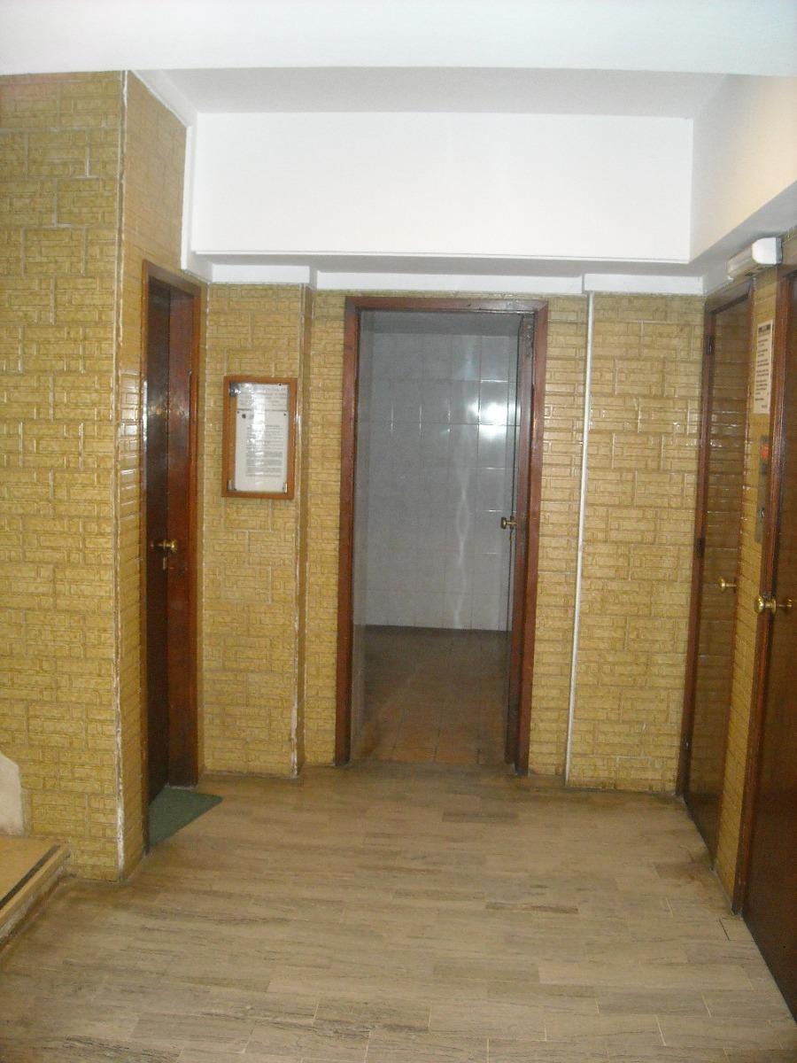 depto 2 amb. ed. ostiglia 3º piso, cochera cubierta y bauler