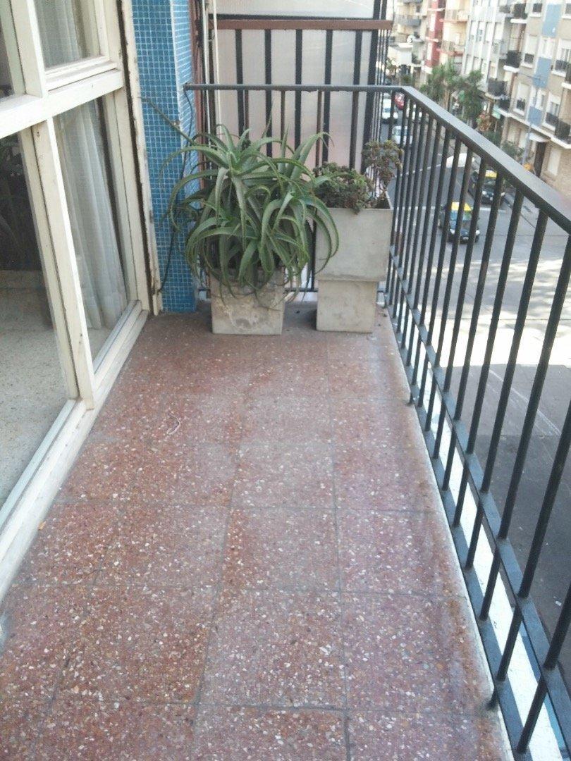 depto. 2 ambientes a la calle con balcón