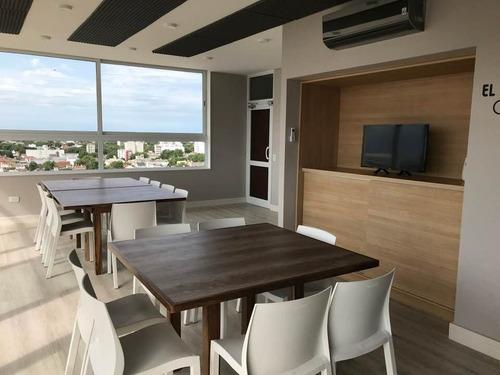 depto. 2 ambientes a la calle con balcón saliente