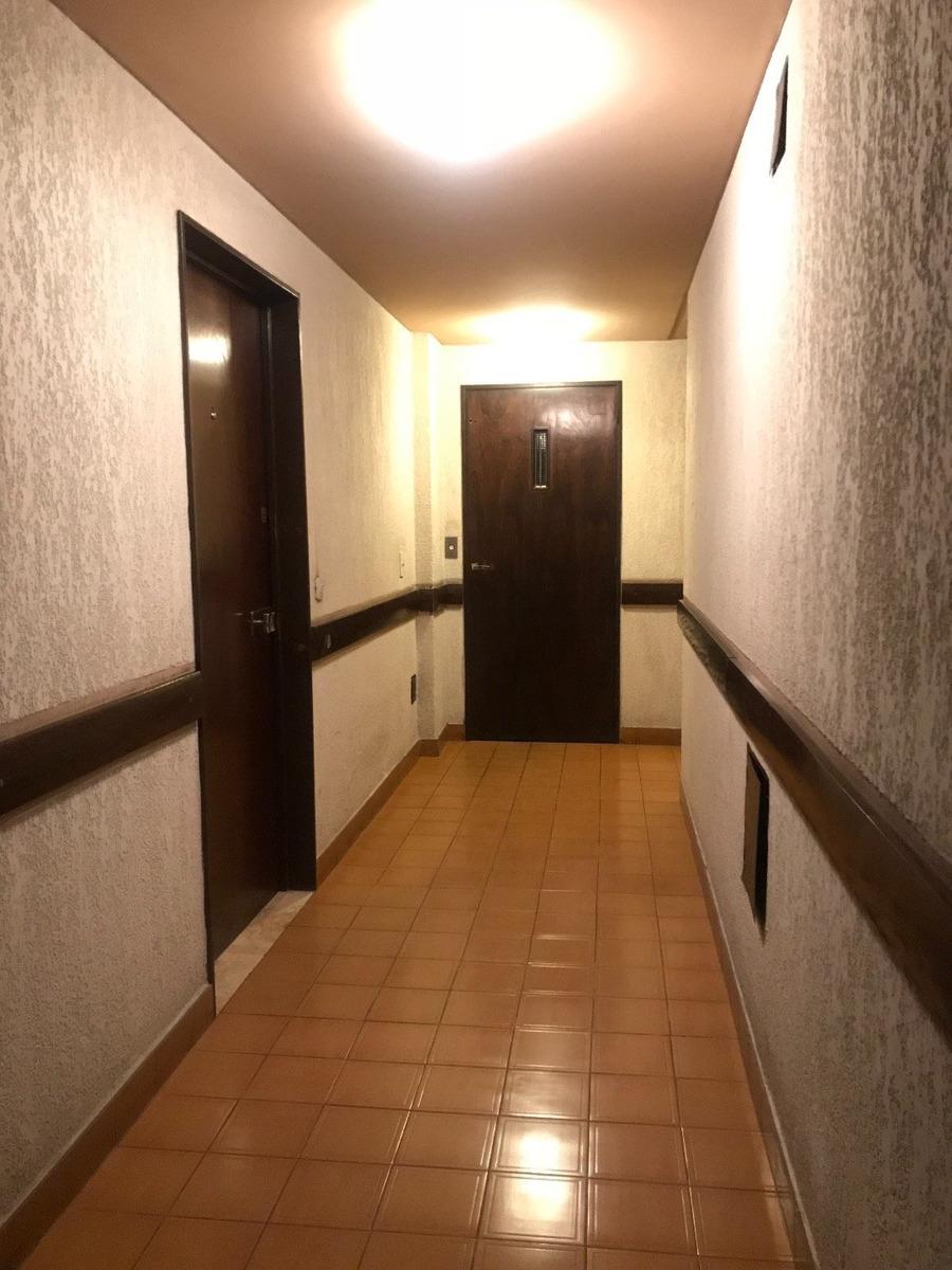 depto 2 ambientes a la calle con balcón saliente