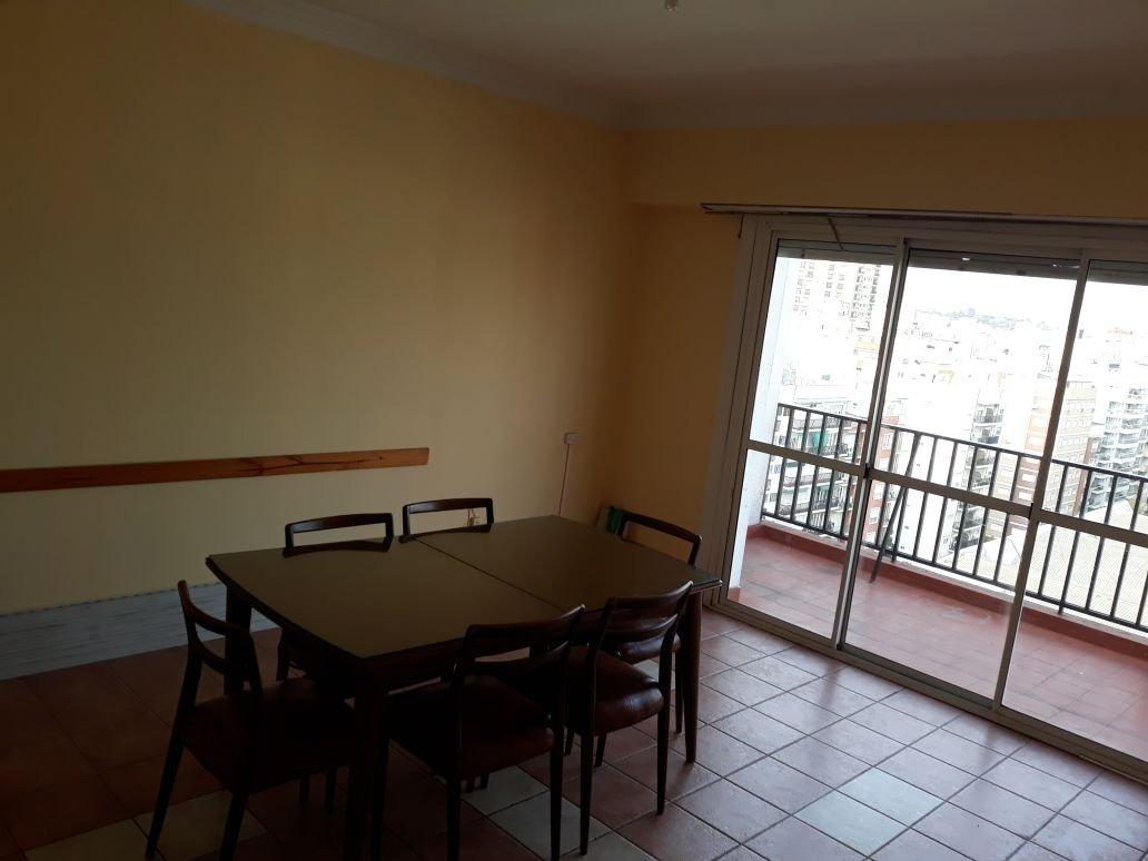 depto 2 ambientes a la calle con balcon terraza