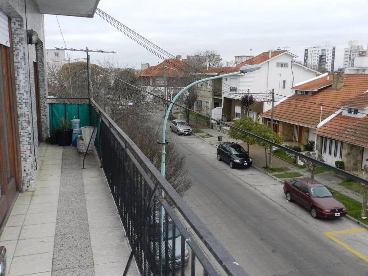 depto 3 amb con balcón corrido y cochera cubierta. zona chauvin