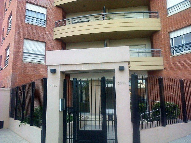 depto. 3 ambientes a la calle con balcón saliente