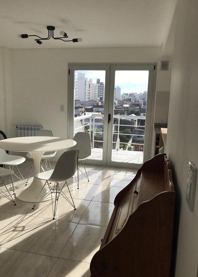 depto 3 ambientes a la calle con balcón saliente