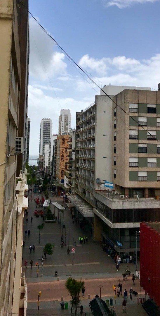 depto. 3 ambientes a la calle con balcon