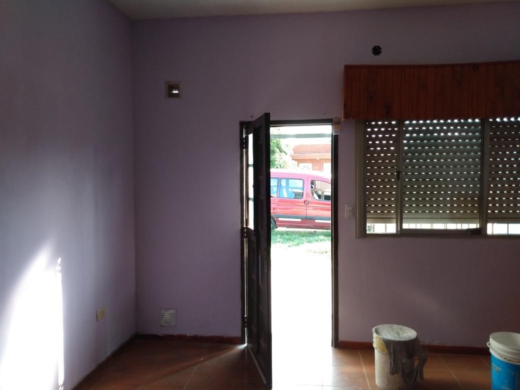 depto. amplio  dos dormitorios con cochera y patio