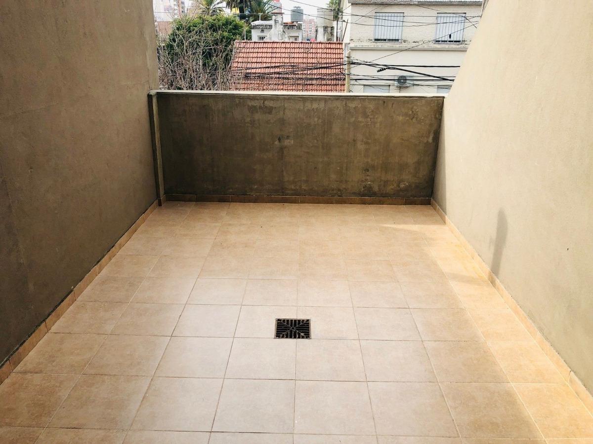 depto amplio en echesortu - 1 dormitorio con cochera y 2 balcones - ventilacion cruzada