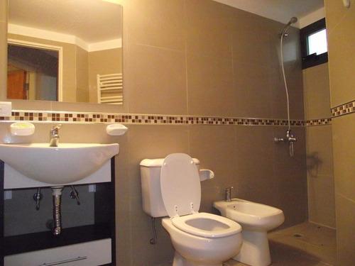 depto de 4 ambientes y 2 baños. av 2 y paseo 111. 8 personas