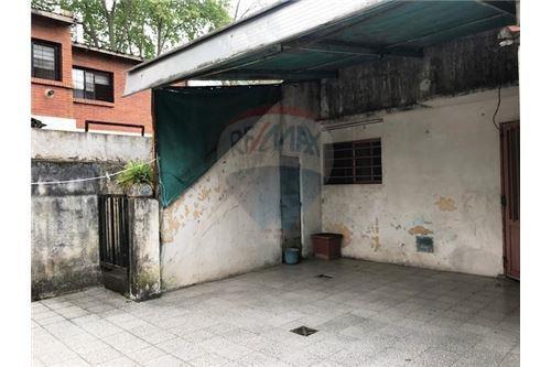 depto de pasillo. 2 dormitorios con patio