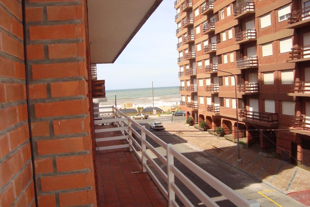 depto. miramar a ½ cuadra del mar. balcon con vista al mar