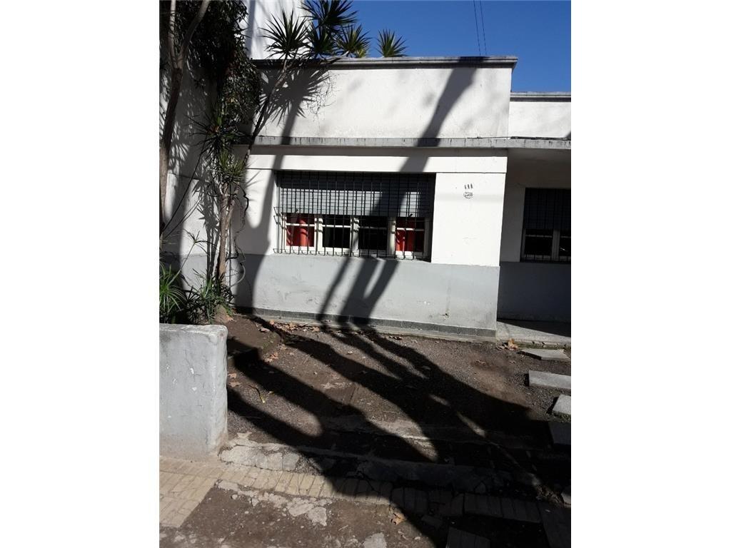 depto tipo casa (ph) 3 amb al frente con cochera y terraza.