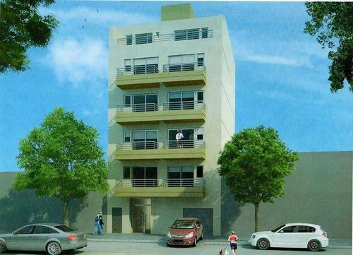 deptos de 2 amb en 1ero, 2do y 4to piso.