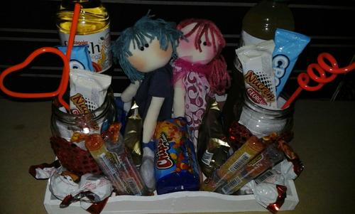 desayuno artesanal día de los enamorados con muñecos de tela