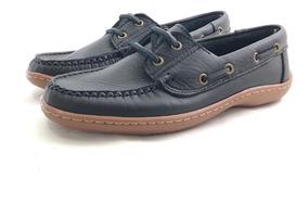 zapatos de cordones tipo nautic y suela clara de la marca
