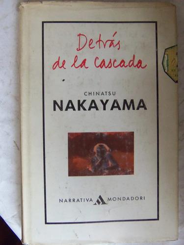 detras de la cascada chinatsu nakayama tapa dura