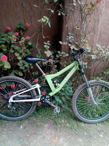 dh bike. semi nueva
