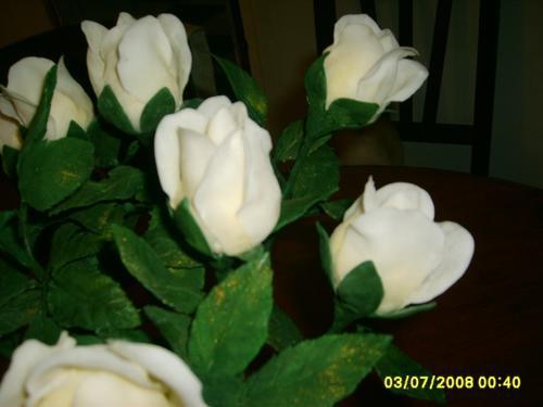 dia del maestro...rosas en porcelana fria con perfume