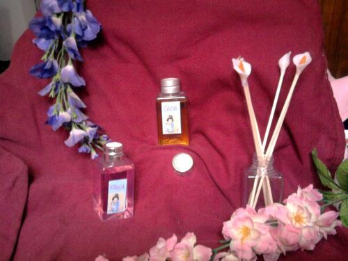 difusores aromaticos con palitos de bambu decorados con flor