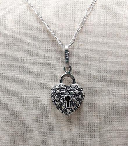 dije de corazon oxidado plata .925 incluye cadena paco.925