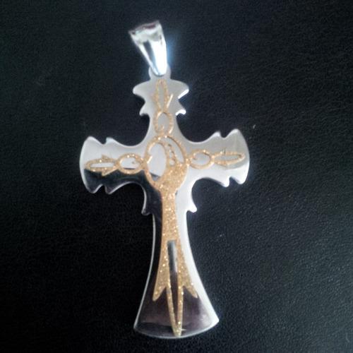 dije de cruz en acero platinado con escarcha de acero dorada