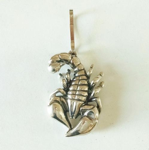 dije en forma de escorpión plata sólida 925 sterling