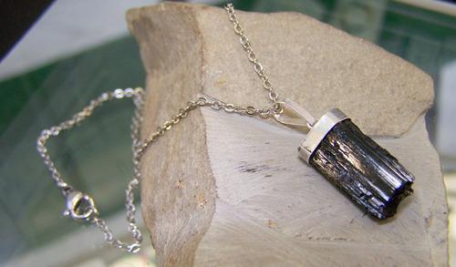 dije en turmalina negra con cadena de acero piedra natural