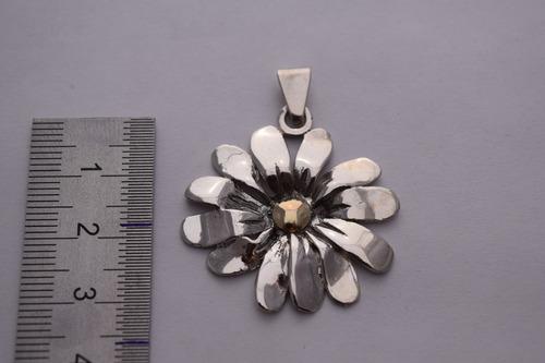 dije flor mediano plata y oro (d.067)