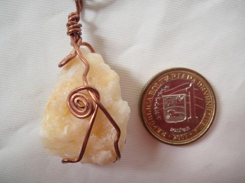 dije mica cuarzo piedra natural en alambre de cobre