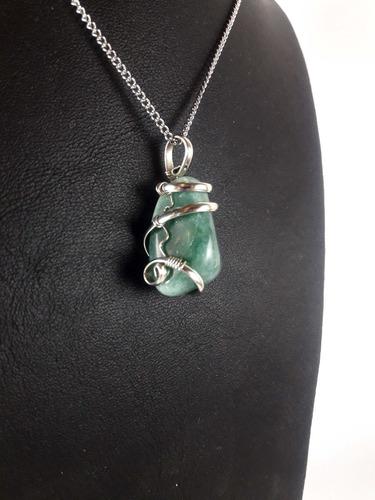 dije piedra cuarzo verde engarzada con cadena