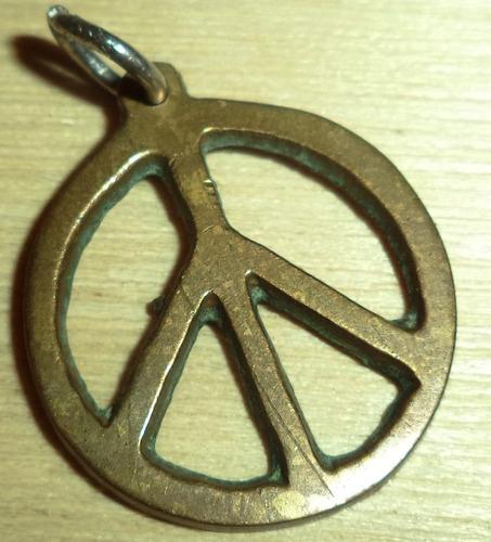 dije simbolo de la paz 2.5 cm diametro material zamak