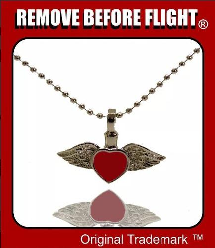 dije unisex corazón rojo con alas - remove before flight ®
