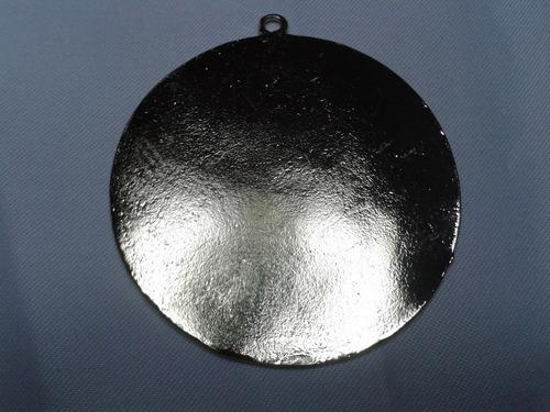 dijes de metal con baño oro grabados ave maria  de 6cm
