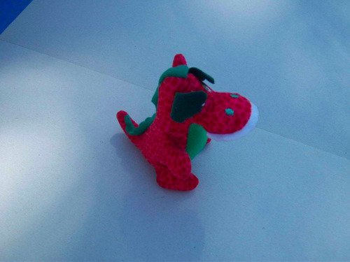 dinosaurio de tela. peluche. juguete