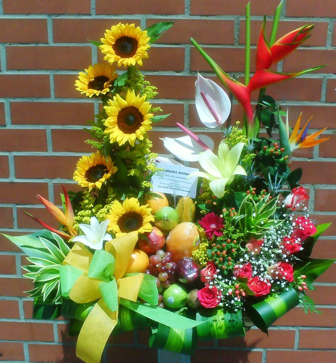 Diselo Con Flores Hermosos Arreglos Con Frutas Rosas 135 000 En