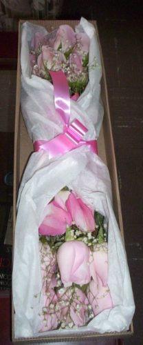 diselo con rosas  caja flores mas tres regalos envio gratis
